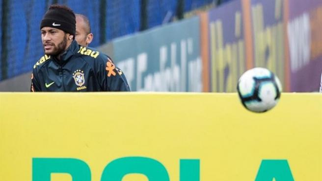 Neymar se entrena con Brasil para la Copa América