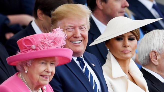 Isabel II, Donald Trump y su esposa Melania en el 75 aniversario del desembarco de Normadía