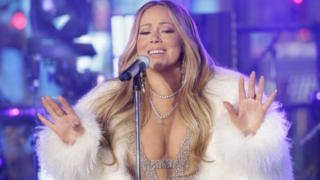 Mariah Carey interpretando su mítico éxito 'Hero' en Nueva York.