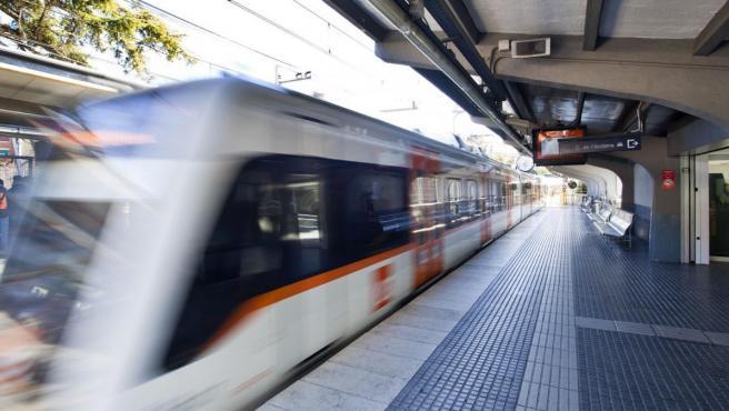 Un tren en la estación de FGC de Sant Cugat.