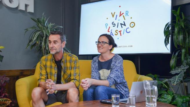Patri y Fer, creadores del blog Vivir sin plástico en el Naked House de Madrid.