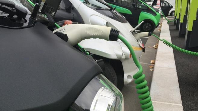 Los coches eléctricos se están haciendo un hueco en el mercado automovilístico.