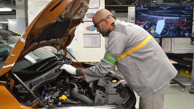 Un trabajador de la fábrica de Renault en Valladolid.