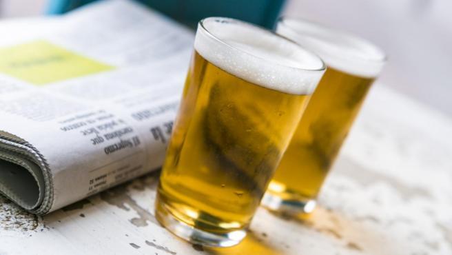 Imagen de dos cañas de cerveza.