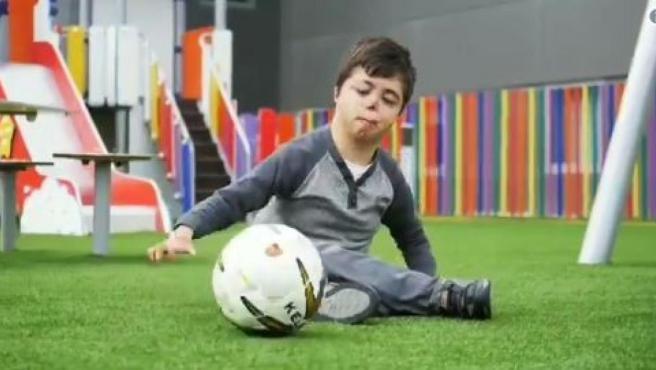 Raúl, el niño murciano que sufre una enfermedad única en el mundo.