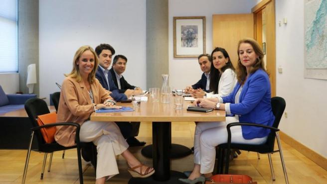 El PP y Vox se reunieron en Madrid este sábado para analizar los contenidos programáticos de ambas formaciones y lograr puntos de consenso.