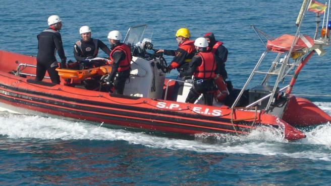 La Unidad De Buceo De Los Bomberos Del Speis Limpian Hoy El Fondo Marino En El Puerto De La Isla De Tabarca En Una Jornada Voluntaria