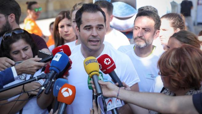 Intervención ante los medios de comunicación del líder de Ciudadanos en la Comunidad de Madrid, Ignacio Aguado, tras la 6ª carrera contra la violencia de género.