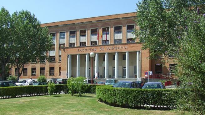 Exterior de la Facultad de Farmacia de la Universidad Complutense de Madrid.
