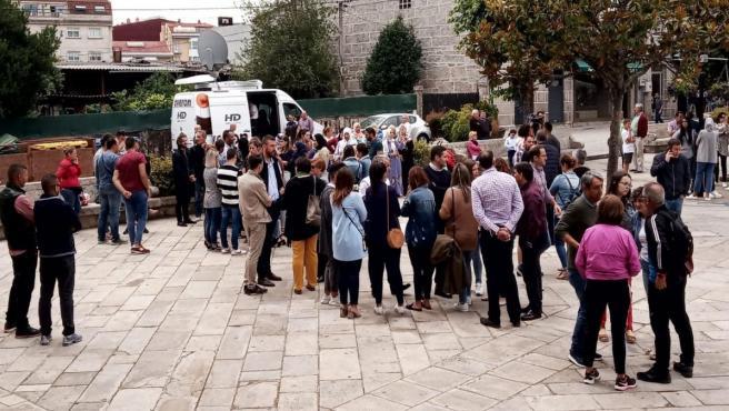 Los vecinos de Salceda (Pontevedra) se unen en una concentración de condena tras el asesinato de un joven este sábado