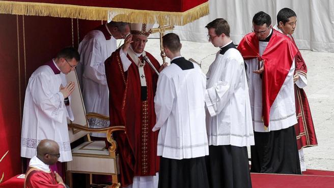 El papa Francisco, en la misa de Pentecostés celebrada este domingo en Roma.