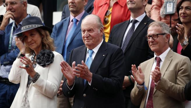 La Infanta Elena, el rey emérito Juan Carlos aplauden la victoria de Rafa Nadal en Roland Garros.