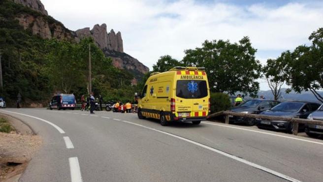 Imagen de una ambulancia atendiendo un accidente en Cataluña.