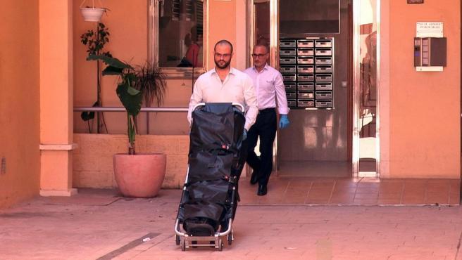 Retiran el cuerpo sin vida de una mujer de 29 años en la localidad valenciana de Alboraya.