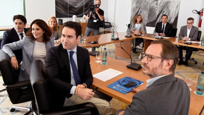 Isabel Díaz Ayuso y Teodoro García Egea, en una reunión con Cs en la Asamblea de Madrid.