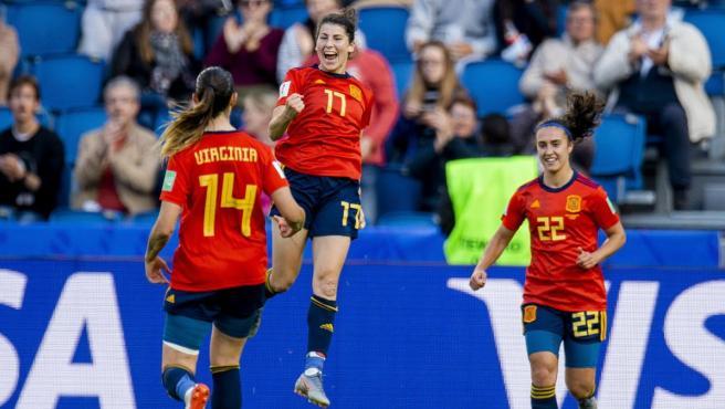 Lucía García celebra su gol ante Sudáfrica en el Mundial de Francia 2019.