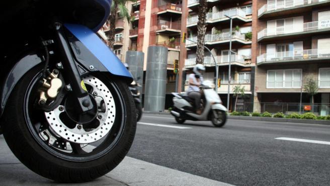 Dos motos en Barcelona.