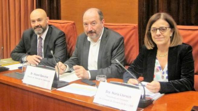 Saül Gordillo, Vicent Sanchís y Núria Llorach, en una comisión de control de la CCMA en el Parlament.