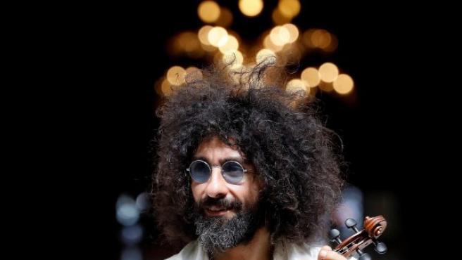 El violinista libanés Ara Malikian, posa durante la presentación de su nuevo disco, 'Royal Garage', en Madrid.
