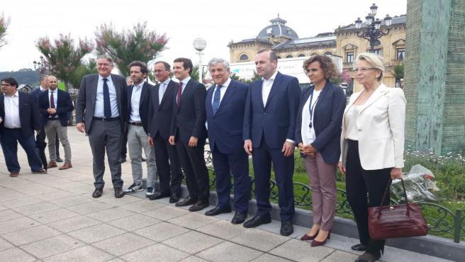 Weber y Casado encabezan en San Sebastián el homenaje del Grupo PPE a las víctimas del terrorismo