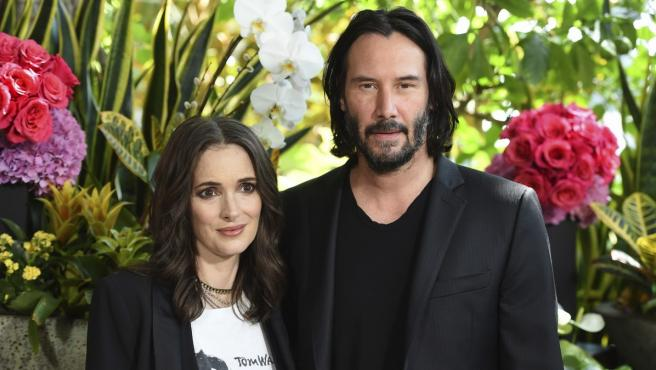 Los actores Winona Ryder y Keanu Reeves durante la presentación de su próximo filme juntos, 'Destination Wedding'.