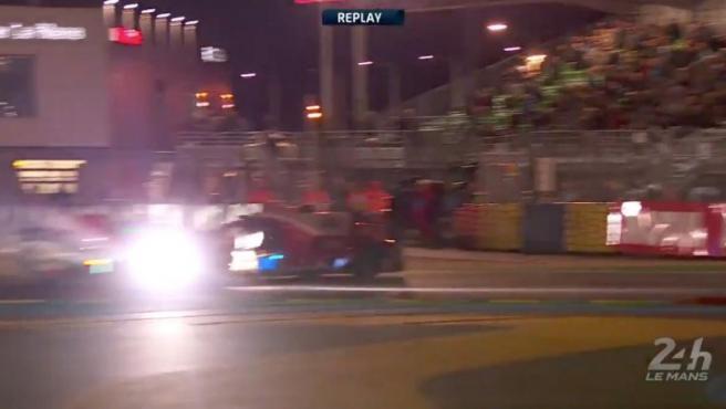 Momento del choque entre Conway y González en Le Mans.