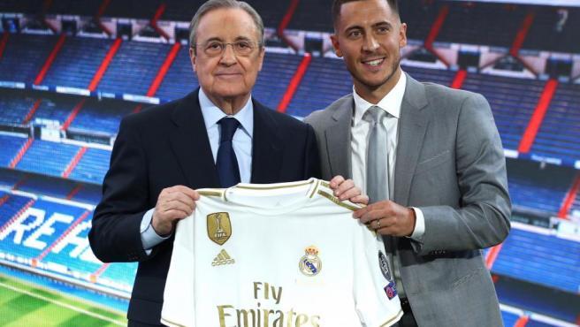Eden Hazard y Florentino Pérez, en la presentación del belga como jugador del Real Madrid.