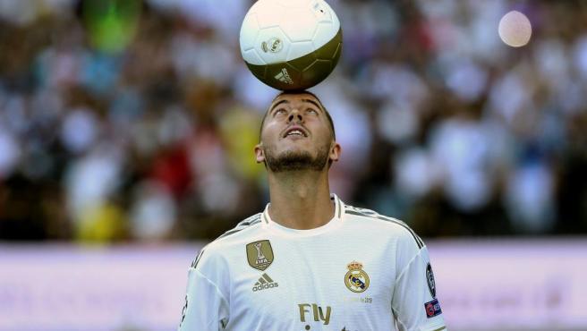 """Hazard: """"Sabía que acabaría jugando aquí"""". En su presentación, el belga se mostró muy feliz por poder vestir por fin la camiseta del club blanco."""