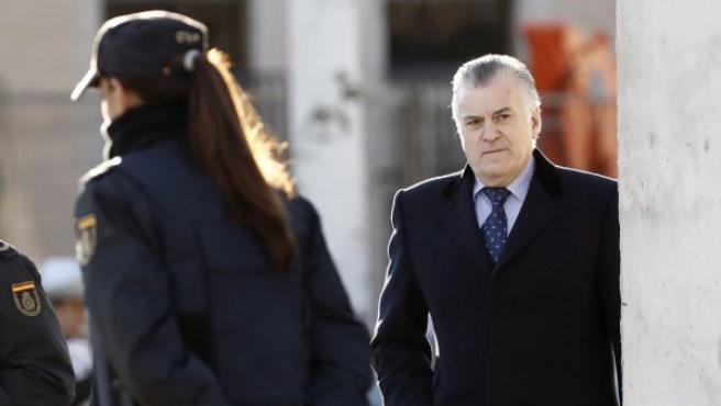 El extesorero del PP Luis Bárcenas, a su llegada a la sede Audiencia Nacional, donde este lunes se ha reanudado el juicio del caso de corrupción política Gürtel.