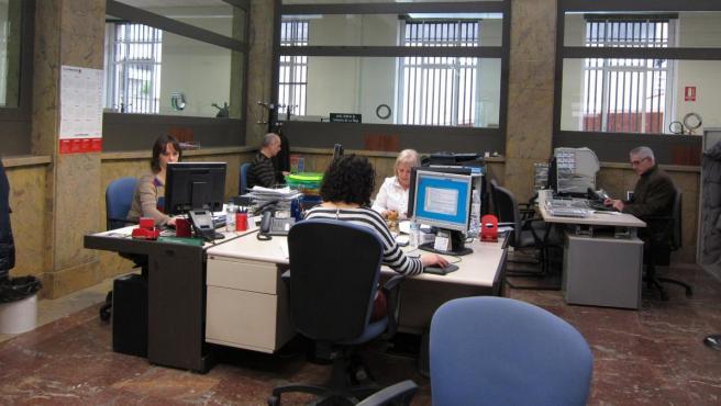 Funcionarios trabajando en La Rioja.