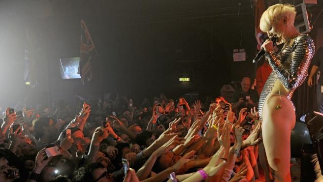 Fans en un concierto de Miley Cyrus.