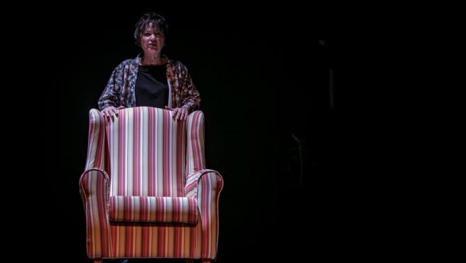 La actriz María Luisa Borruel protagoniza el papel de la escritora en la adaptación teatral de 'La ridícula idea de no volver a verte'