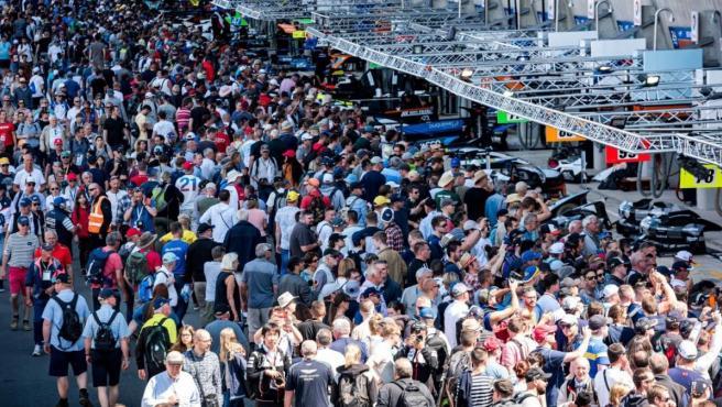 Público de las 24 horas de Le Mans.