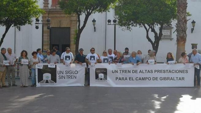 Imagen de una concentración para denunciar los problemas en el tren que une Madrid con Algeciras.