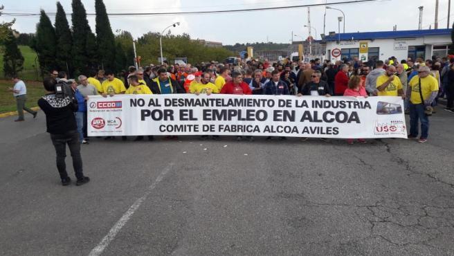 Trabajadores de Alcoa Avilés se manifiestan en contra del cierre de la planta