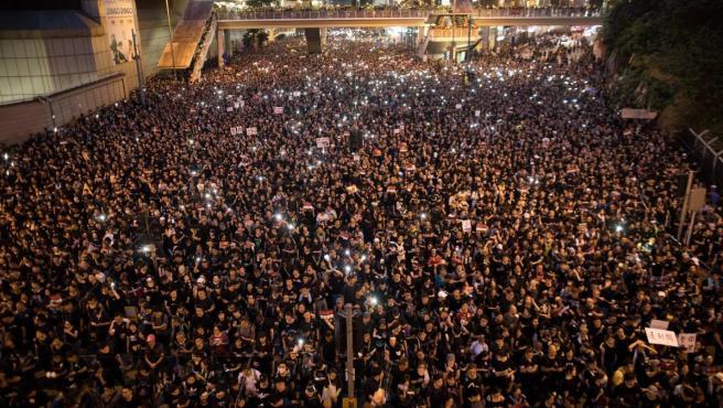 Más de un millón de manifestantes tomaron las principales avenidas del centro de Hong Kong al concluir la manifestación iniciada horas antes en demanda de la retirada definitiva del proyecto de ley de extradición, cuya tramitación ha dejado en suspenso el Gobierno local.