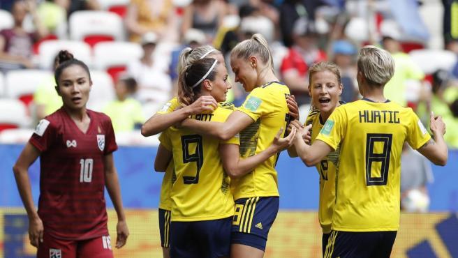La selección sueca celebra un gol de Kosovare Asllani ante Tailandia