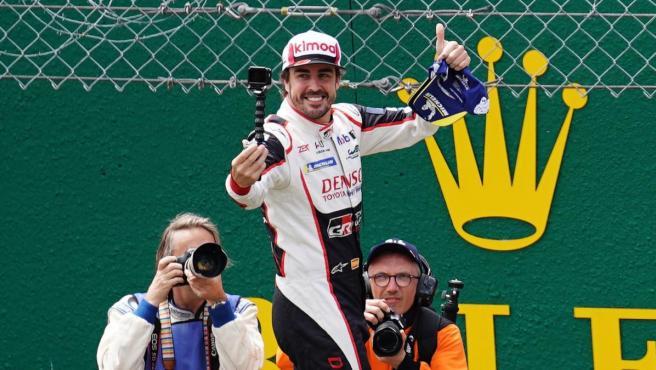 El ovetense celebra su victoria en Le Mans y la conquista del Mundial de Resistencia.