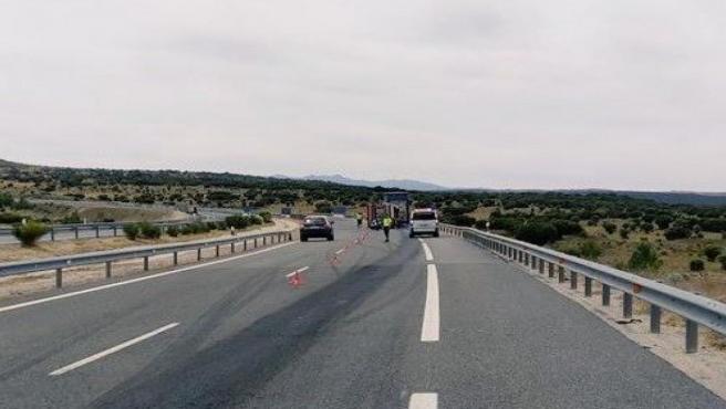 Sucesos.- Un fallecido en el choque entre un turismo y un camión en Cardeñosa (Ávila)