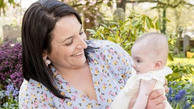 Laura Worsley, con la pequeña Ivy.