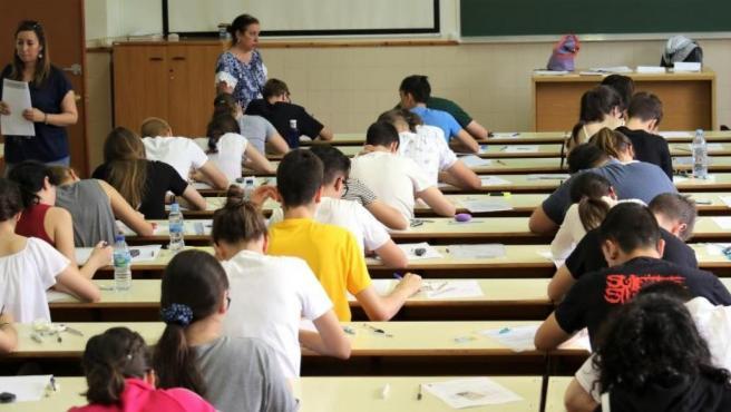 Alumnos realizando la Evaluación de Bachillerato para el Acceso a la Universidad.