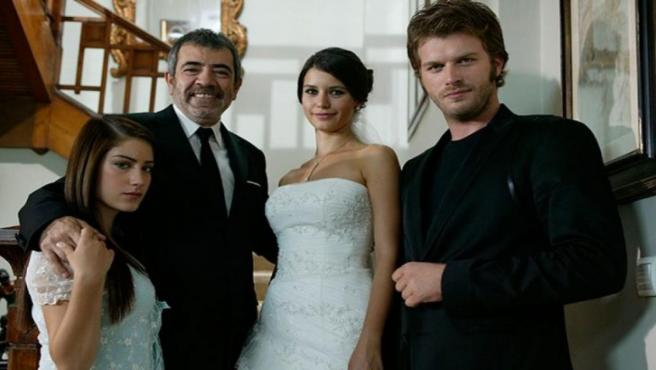 'La Pareja Más Bella De Turquía' En El Tráiler De 'Amor Prohibido', La Nueva Telenovela Turca De Nova