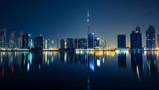 La clasificación la lidera con solvencia este rico emirato debido a que sus habitantes pagan de media 82,2 dólares (73,3 euros) por su Internet de 8 Mbps, lo que representa 30 dólares más mensuales que su más inmediato perseguidor.