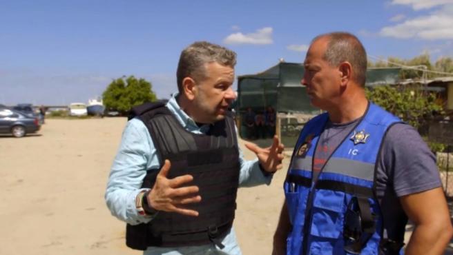 Alberto Chicote y Manuel José Faustino, Jefe de la Policía Marítima de Portugal, en '¿Te lo vas a comer?'.