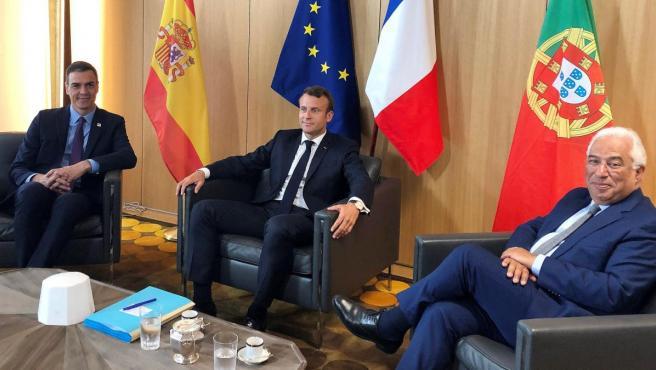 Sánchez, Macron y Costa, en Bruselas.