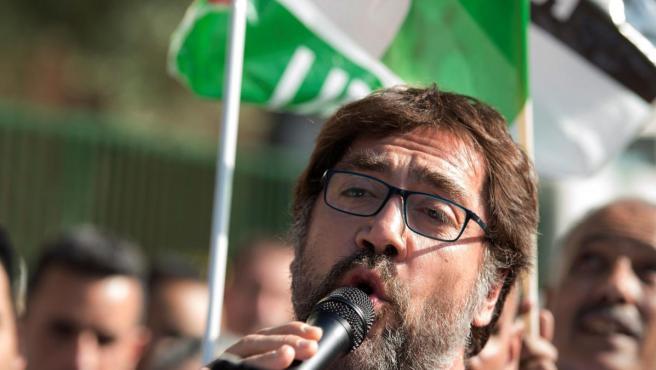 Javier Bardem, frente a la Embajada de Marruecos en Madrid para protestar contra la represión de la población civil en el Sáhara Occidental.