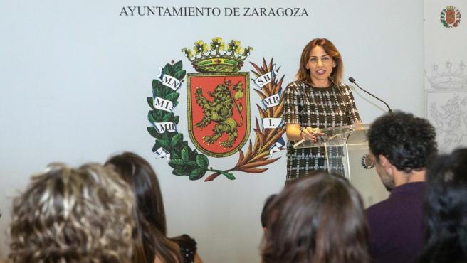 Natalia Chueca entrega las placas acreditativas de adhesión a STARS (Sustainable Travel Acreditation and Recognition for Schools)