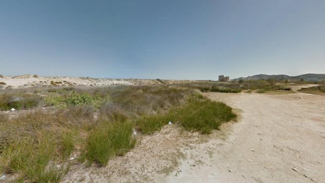 Acceso a la playa naturista de Cullera (Valencia).