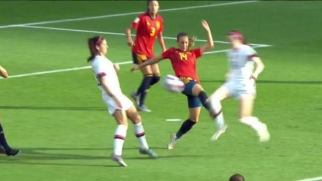 Así fue el penalti de Virginia Torrecilla a Rose Lavelle durante el España-Estados Unidos del Mundial femenino.