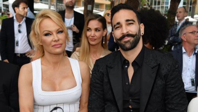 Pamela Anderson junto al futbolista francés Adil Rami.
